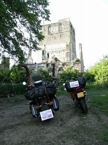 LM 75, de ruine van de abdij bij Watten