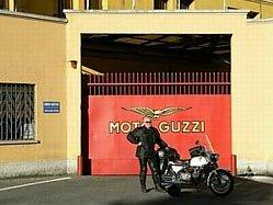 voor de Guzzi poort